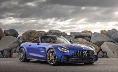 2020 Mercedes-AMG GT R Roadster (US-Spec) Front Three-Quarter Wallpapers 450x275 (33)