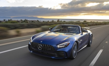 2020 Mercedes-AMG GT R Roadster (US-Spec) Front Three-Quarter Wallpapers 450x275 (5)