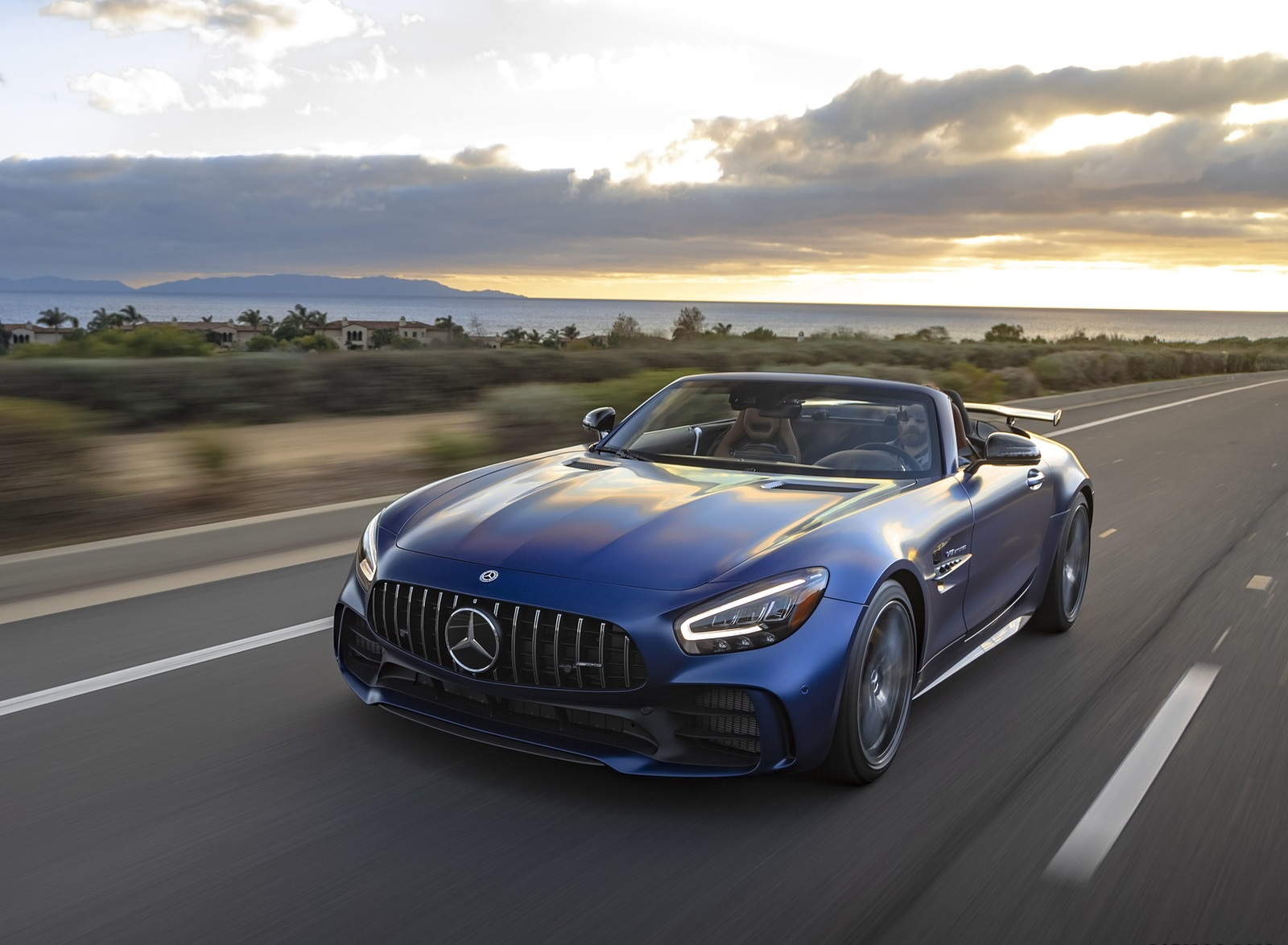2020 Mercedes-AMG GT R Roadster (US-Spec) Front Three-Quarter Wallpapers (5)