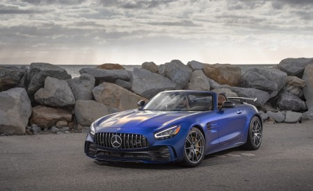 2020 Mercedes-AMG GT R Roadster (US-Spec) Front Three-Quarter Wallpapers 450x275 (34)