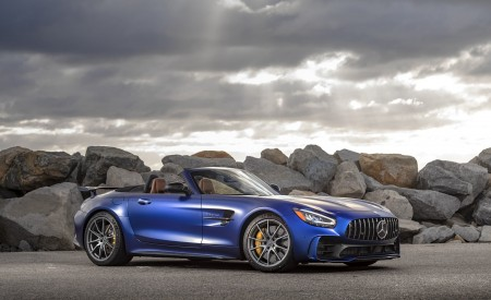 2020 Mercedes-AMG GT R Roadster (US-Spec) Front Three-Quarter Wallpapers 450x275 (35)
