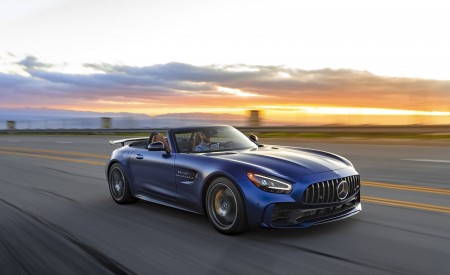 2020 Mercedes-AMG GT R Roadster (US-Spec) Front Three-Quarter Wallpapers 450x275 (23)