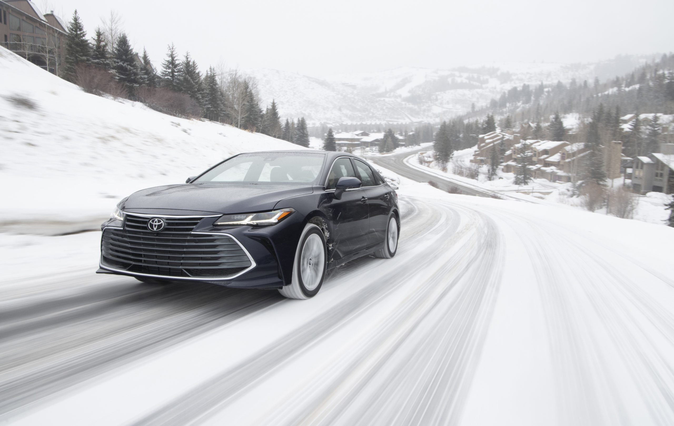 2020 Toyota Avalon Limited AWD Front Three-Quarter Wallpapers (1)