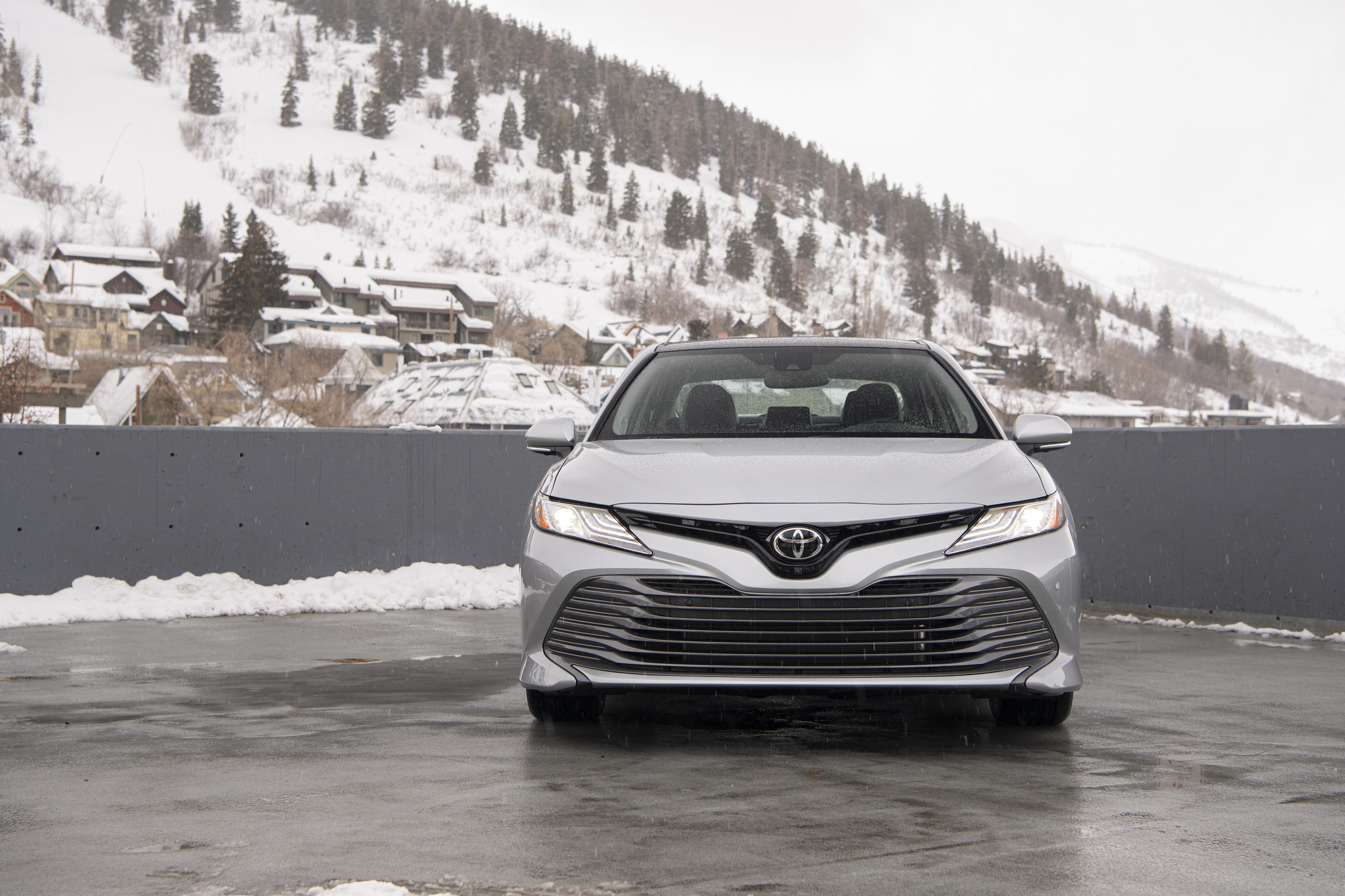 2020 Toyota Camry XLE AWD Front Wallpapers (6)