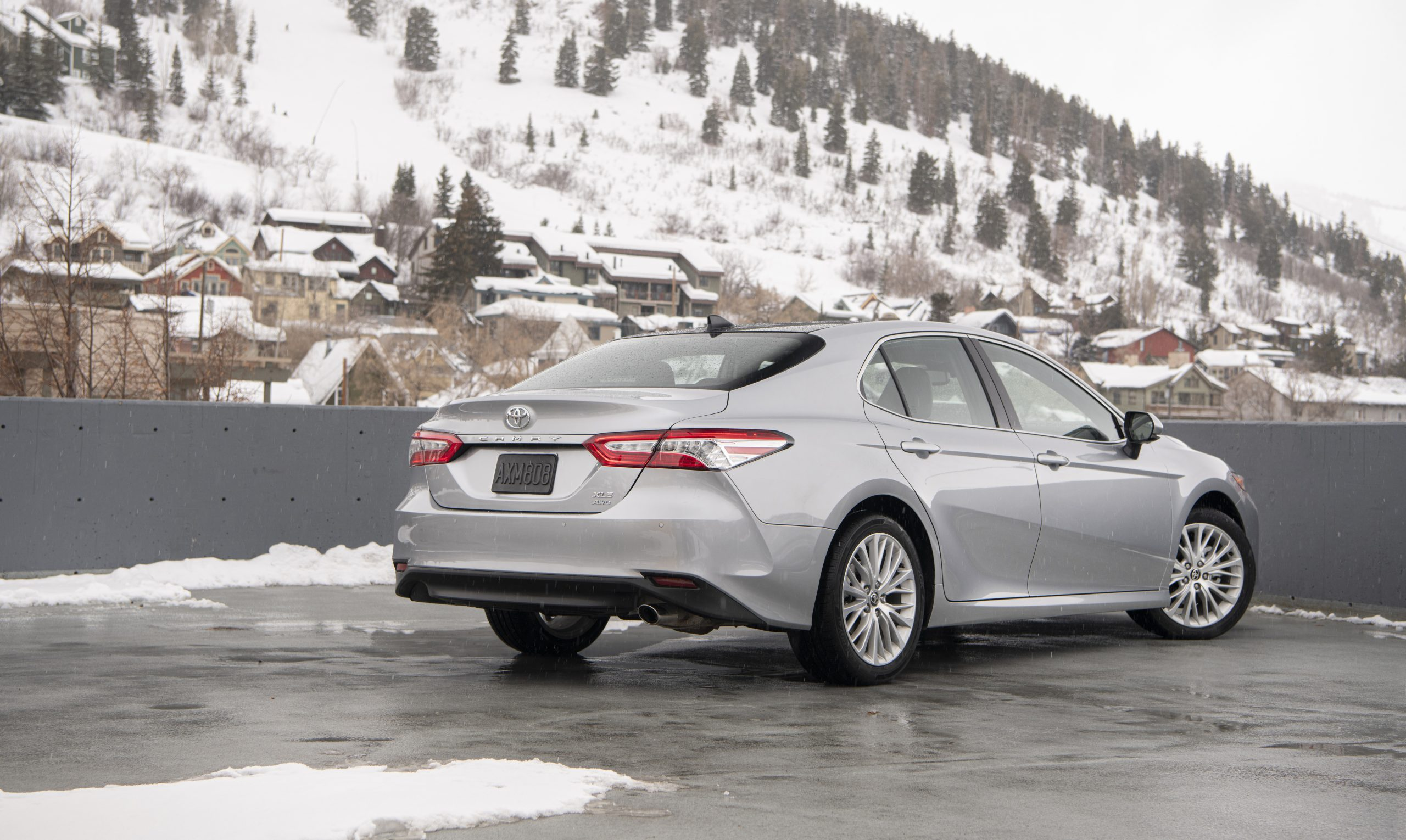2020 Toyota Camry XLE AWD Rear Three-Quarter Wallpapers (7)