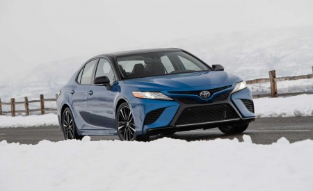 2020 Toyota Camry XSE AWD Front Three-Quarter Wallpapers 450x275 (31)