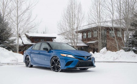 2020 Toyota Camry XSE AWD Front Three-Quarter Wallpapers 450x275 (22)