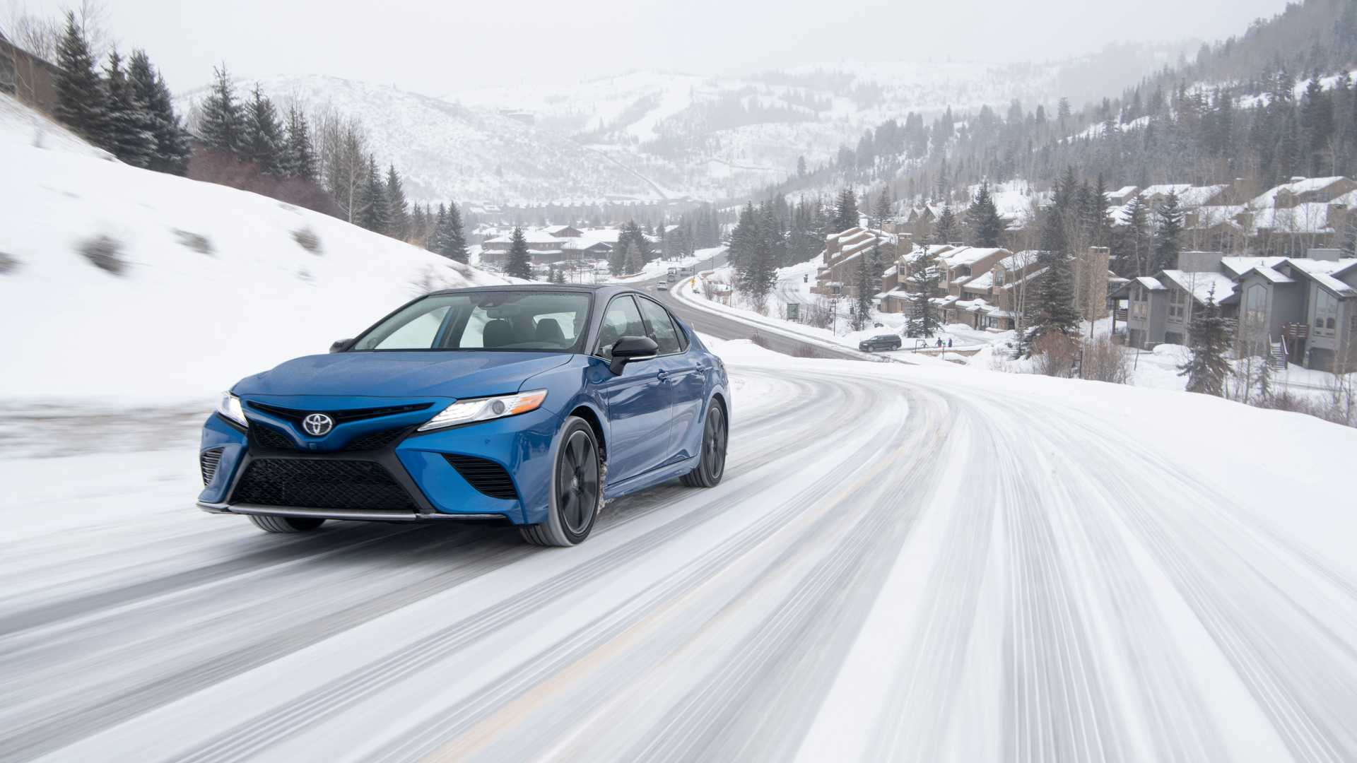 2020 Toyota Camry XSE AWD Front Three-Quarter Wallpapers (2)
