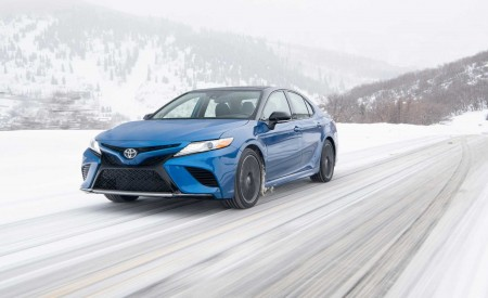 2020 Toyota Camry XSE AWD Front Three-Quarter Wallpapers 450x275 (3)