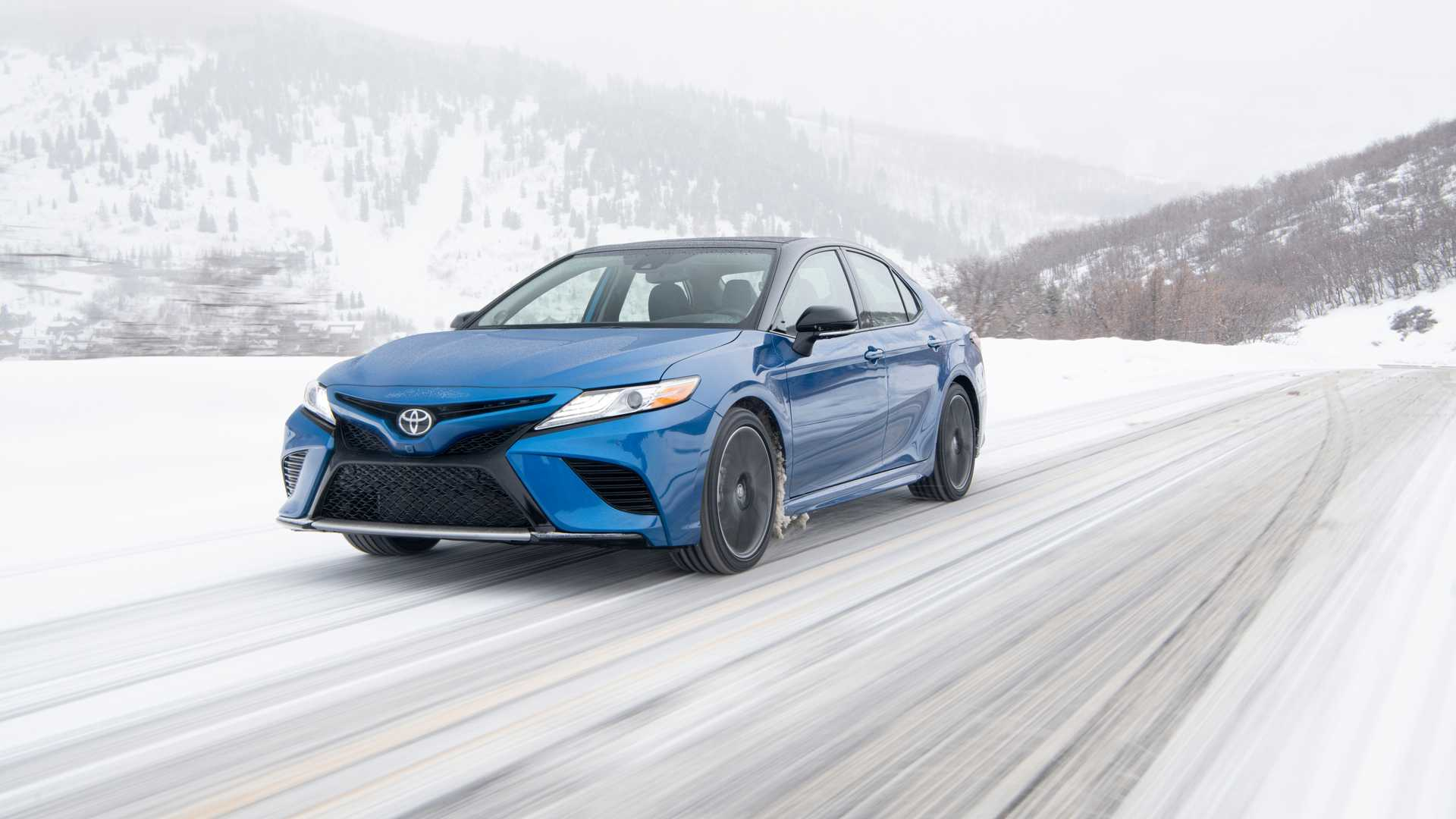 2020 Toyota Camry XSE AWD Front Three-Quarter Wallpapers (3)