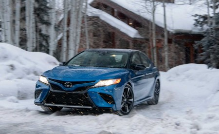 2020 Toyota Camry XSE AWD Front Three-Quarter Wallpapers 450x275 (49)
