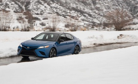 2020 Toyota Camry XSE AWD Front Three-Quarter Wallpapers 450x275 (33)