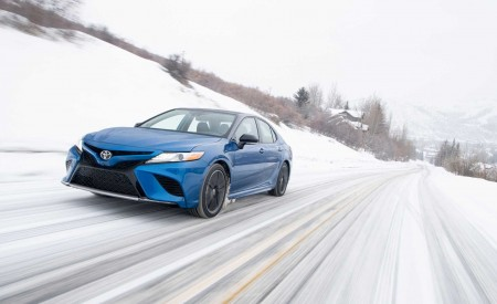 2020 Toyota Camry XSE AWD Front Three-Quarter Wallpapers 450x275 (4)