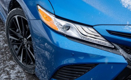 2020 Toyota Camry XSE AWD Headlight Wallpapers 450x275 (57)