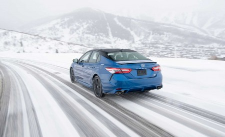 2020 Toyota Camry XSE AWD Rear Three-Quarter Wallpapers 450x275 (17)