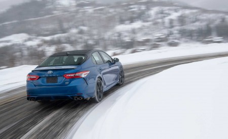 2020 Toyota Camry XSE AWD Rear Three-Quarter Wallpapers 450x275 (12)