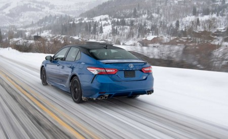 2020 Toyota Camry XSE AWD Rear Three-Quarter Wallpapers 450x275 (7)