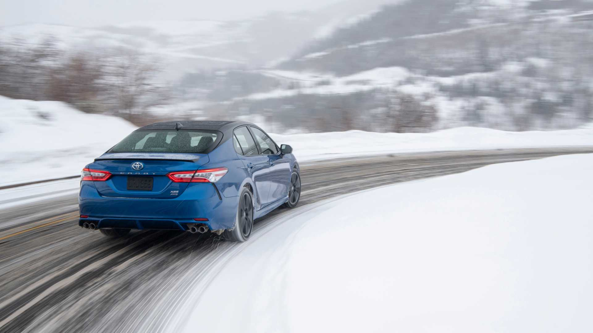 2020 Toyota Camry XSE AWD Rear Wallpapers (8)