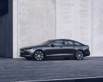 2020 Volvo S90 Recharge T8 plug-in hybrid (Color: Platinum Grey) Front Three-Quarter Wallpapers 150x120 (3)
