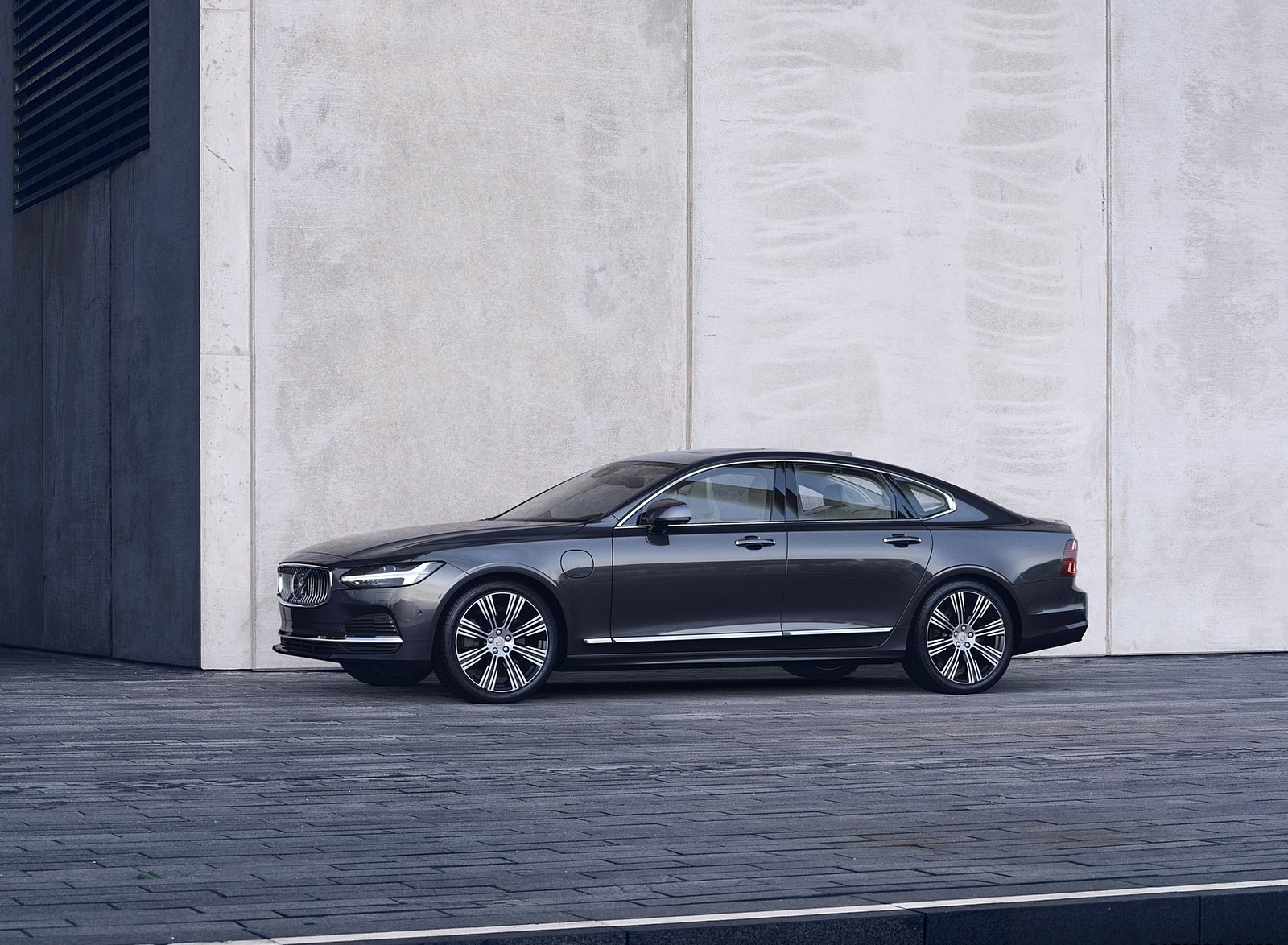 2020 Volvo S90 Recharge T8 plug-in hybrid (Color: Platinum Grey) Front Three-Quarter Wallpapers (3)
