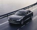 2020 Volvo S90 Recharge T8 plug-in hybrid (Color: Platinum Grey) Front Three-Quarter Wallpapers 150x120 (1)