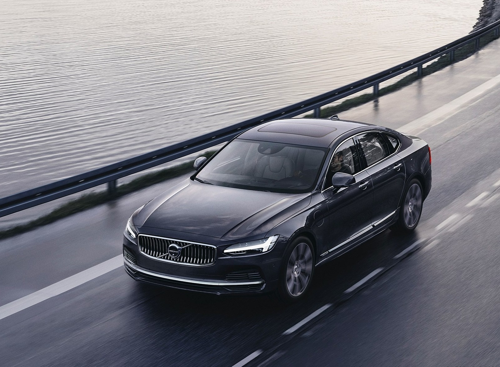 2020 Volvo S90 Recharge T8 plug-in hybrid (Color: Platinum Grey) Front Three-Quarter Wallpapers (1)
