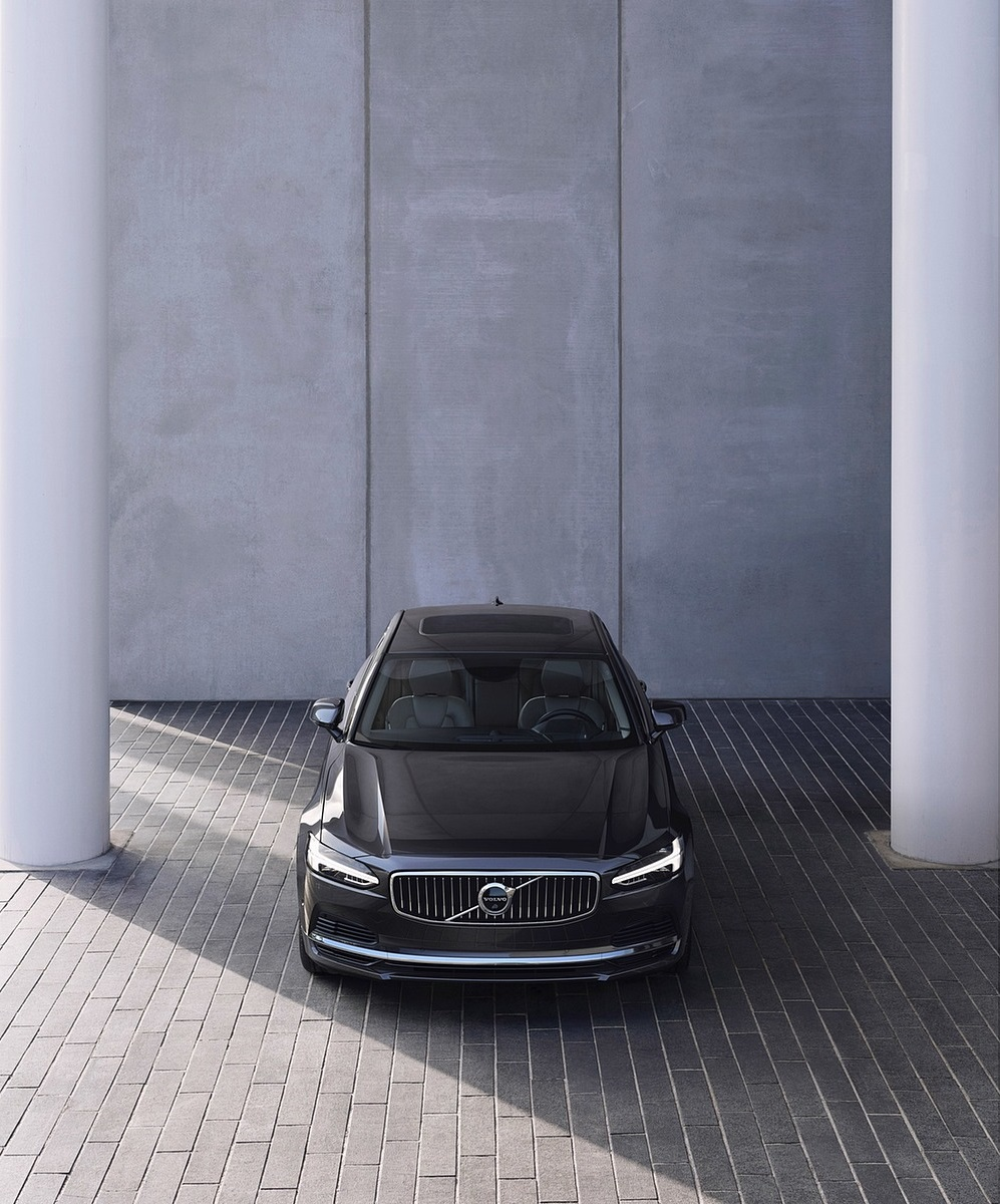 2020 Volvo S90 Recharge T8 plug-in hybrid (Color: Platinum Grey) Front Wallpapers (4)