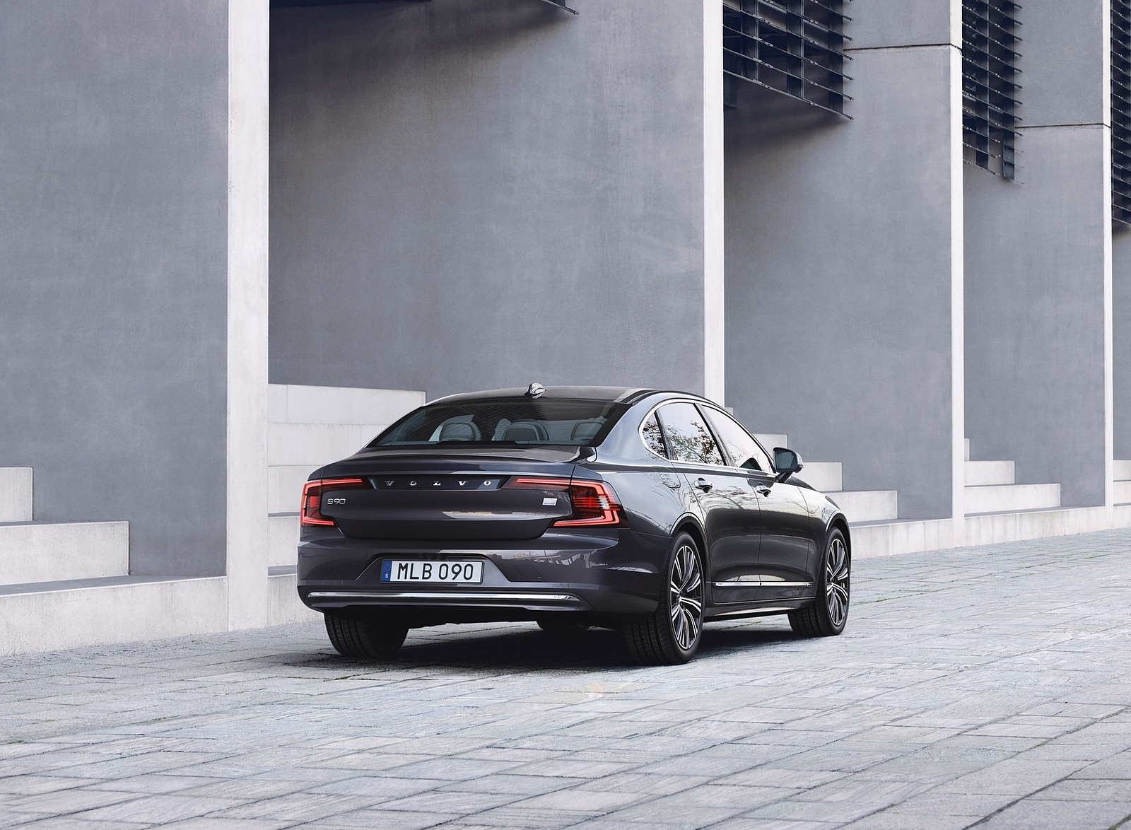 2020 Volvo S90 Recharge T8 plug-in hybrid (Color: Platinum Grey) Rear Three-Quarter Wallpapers (5)