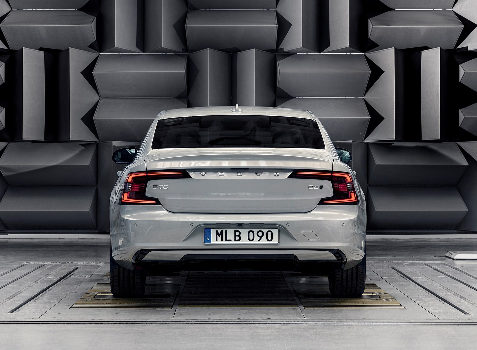 2020 Volvo S90 Recharge T8 plug-in hybrid (Color: Platinum Grey) Rear Wallpapers (8)