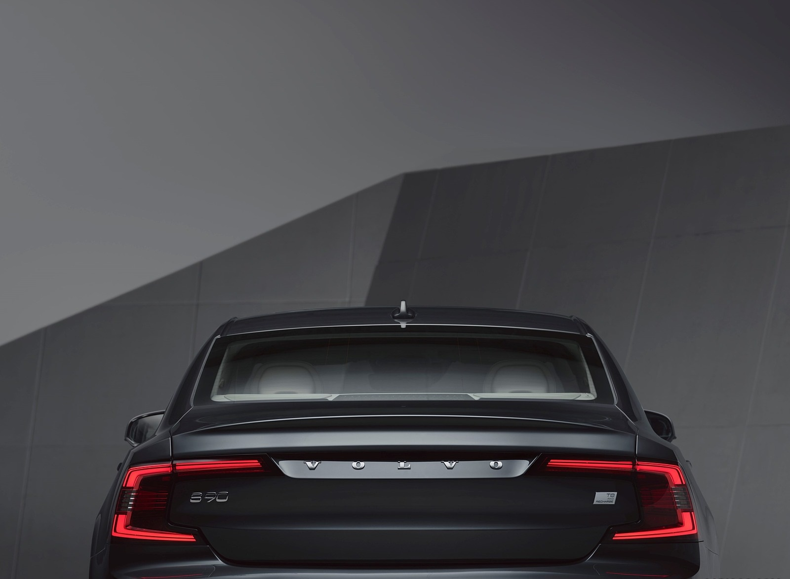 2020 Volvo S90 Recharge T8 plug-in hybrid (Color: Platinum Grey) Tail Light Wallpapers (10)