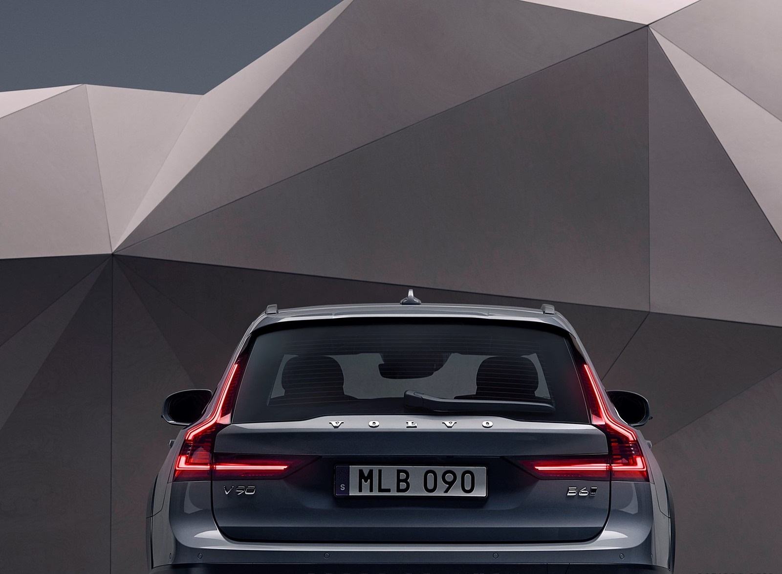 2020 Volvo V90 Cross Country Recharge T8 plug-in hybrid (Color: Thunder Grey) Detail Wallpapers (8)