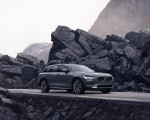 2020 Volvo V90 Cross Country Recharge T8 plug-in hybrid (Color: Thunder Grey) Front Three-Quarter Wallpapers 150x120 (1)