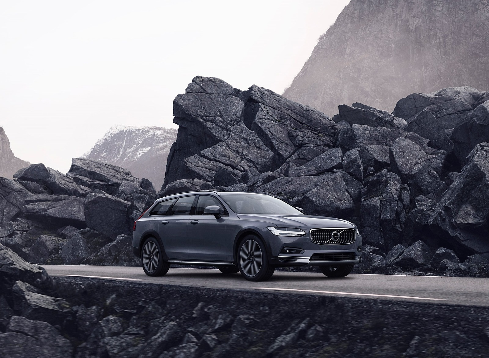 2020 Volvo V90 Cross Country Recharge T8 plug-in hybrid (Color: Thunder Grey) Front Three-Quarter Wallpapers (1)