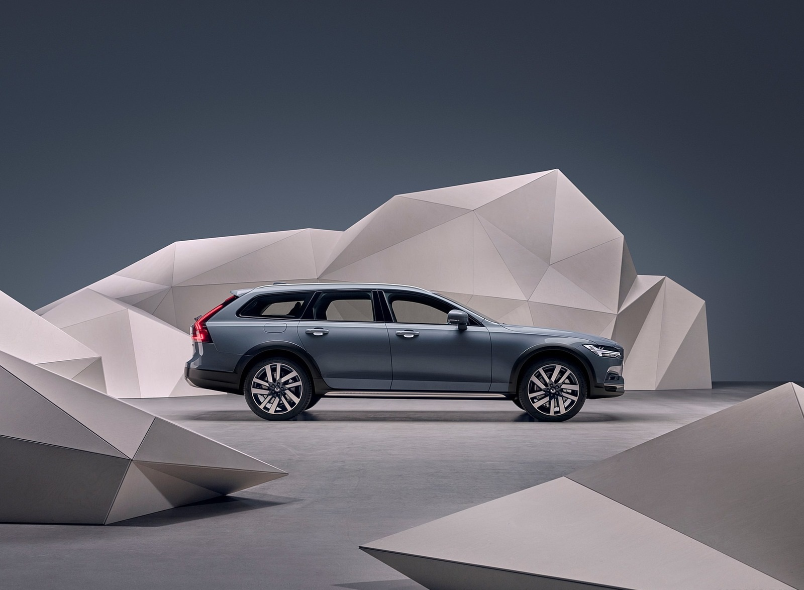 2020 Volvo V90 Cross Country Recharge T8 plug-in hybrid (Color: Thunder Grey) Side Wallpapers (7)