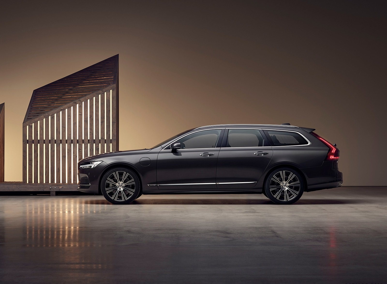 2020 Volvo V90 Recharge T8 plug-in hybrid (Color: Platinum Grey) Side Wallpapers (6)