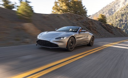 2021 Aston Martin Vantage Roadster (Color: Spirit Silver; US-Spec) Front Three-Quarter Wallpapers 450x275 (96)