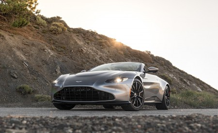 2021 Aston Martin Vantage Roadster (Color: Spirit Silver; US-Spec) Front Three-Quarter Wallpapers 450x275 (106)