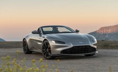 2021 Aston Martin Vantage Roadster (Color: Spirit Silver; US-Spec) Front Three-Quarter Wallpapers  450x275 (108)