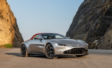 2021 Aston Martin Vantage Roadster (Color: Spirit Silver; US-Spec) Front Three-Quarter Wallpapers  450x275 (109)