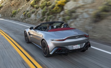 2021 Aston Martin Vantage Roadster (Color: Spirit Silver; US-Spec) Rear Three-Quarter Wallpapers 450x275 (101)