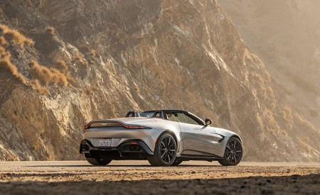 2021 Aston Martin Vantage Roadster (Color: Spirit Silver; US-Spec) Rear Three-Quarter Wallpapers 450x275 (116)