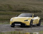 2021 Aston Martin Vantage Roadster (Color: Yellow Tang) Front Three-Quarter Wallpapers 150x120 (17)