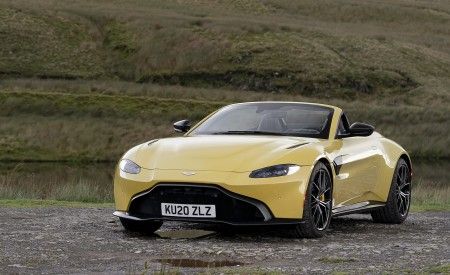 2021 Aston Martin Vantage Roadster (Color: Yellow Tang) Front Three-Quarter Wallpapers 450x275 (17)