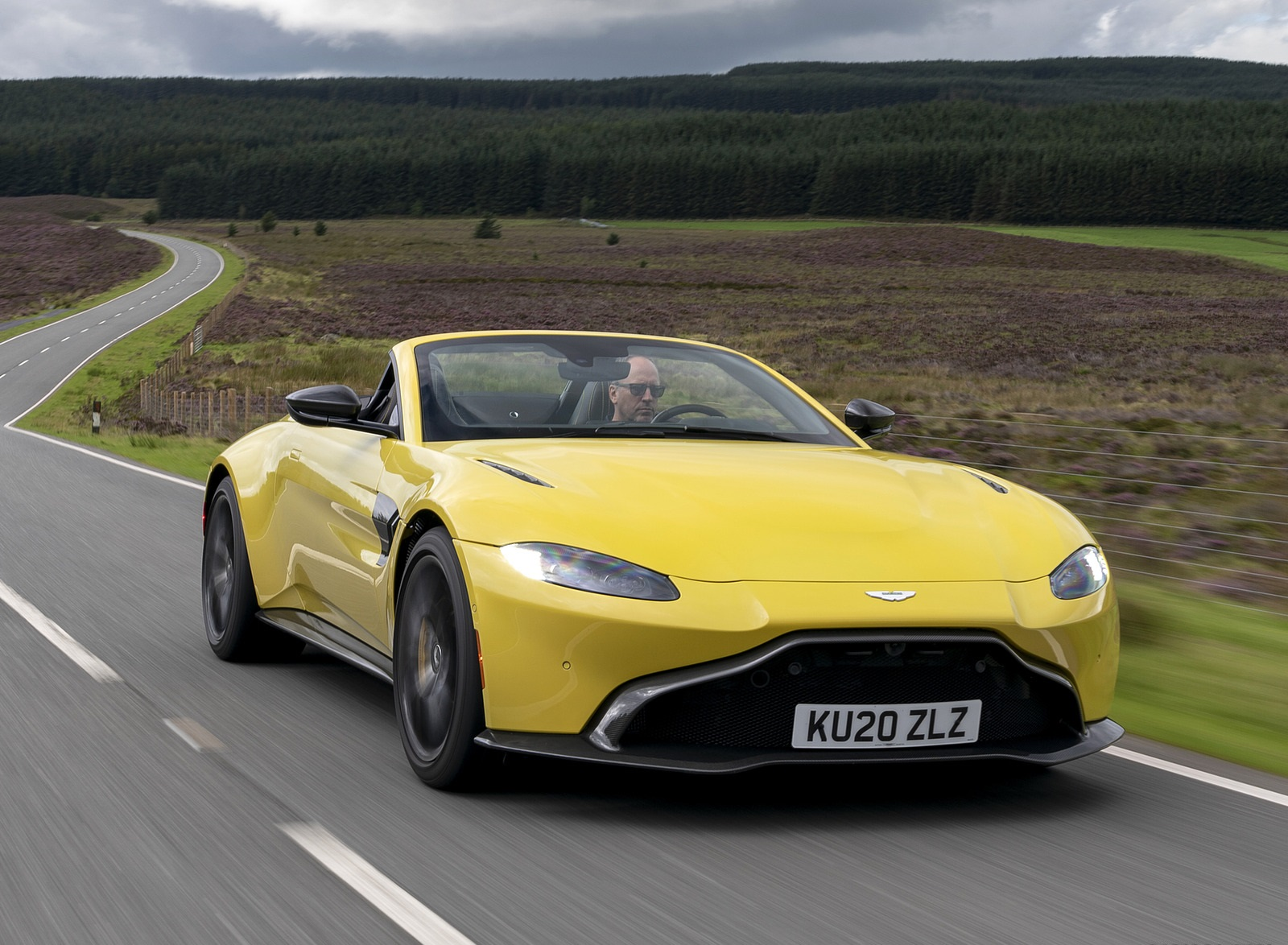 2021 Aston Martin Vantage Roadster (Color: Yellow Tang) Front Three-Quarter Wallpapers  (4)