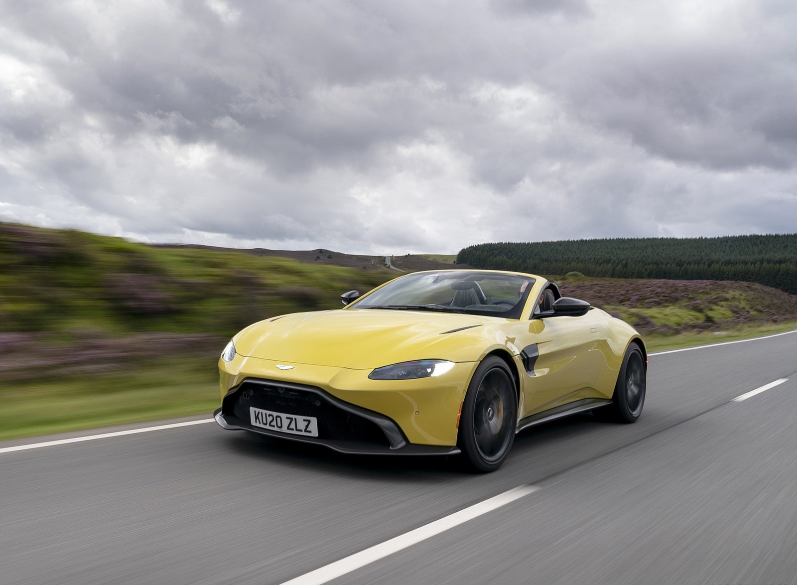 2021 Aston Martin Vantage Roadster (Color: Yellow Tang) Front Three-Quarter Wallpapers (1)