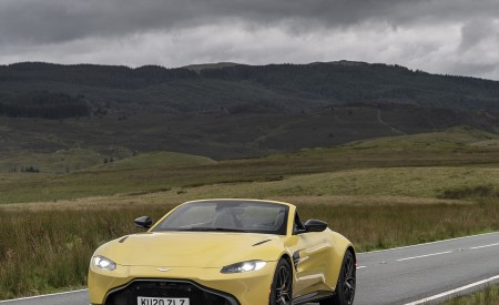 2021 Aston Martin Vantage Roadster (Color: Yellow Tang) Front Three-Quarter Wallpapers 450x275 (18)