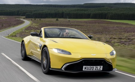 2021 Aston Martin Vantage Roadster (Color: Yellow Tang) Front Three-Quarter Wallpapers  450x275 (5)