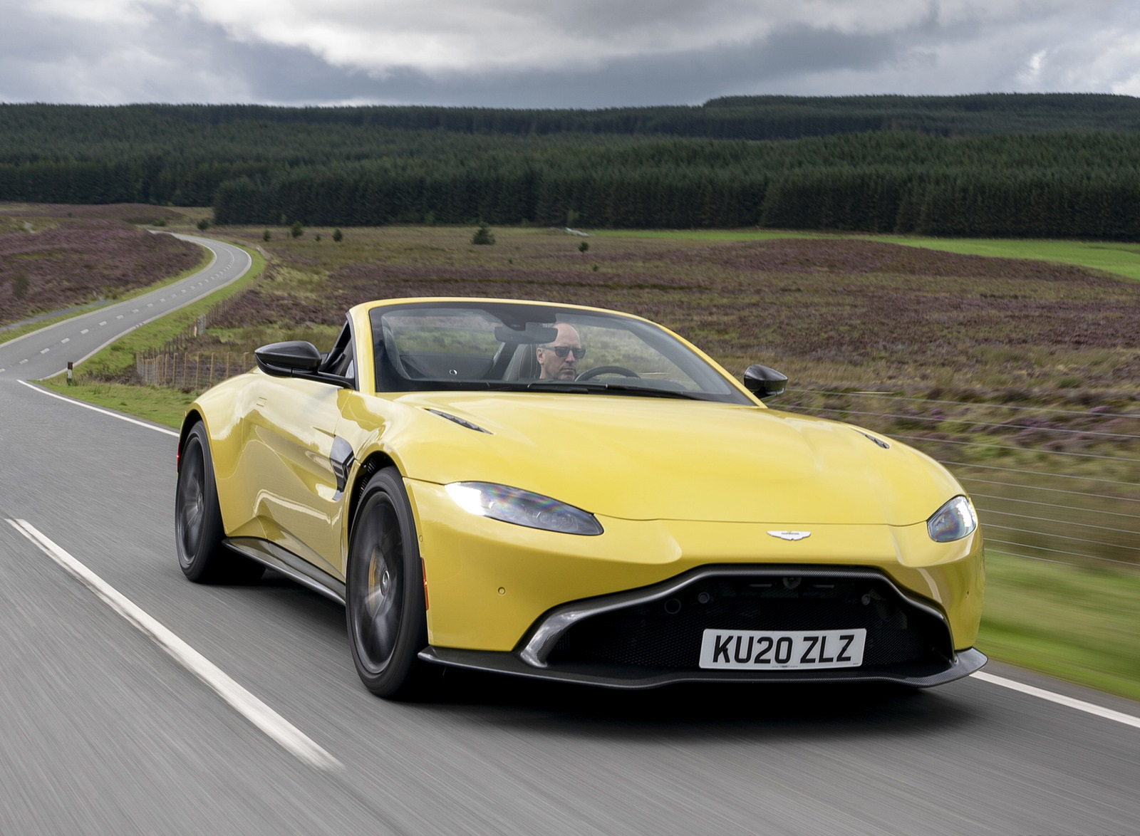 2021 Aston Martin Vantage Roadster (Color: Yellow Tang) Front Three-Quarter Wallpapers  (5)