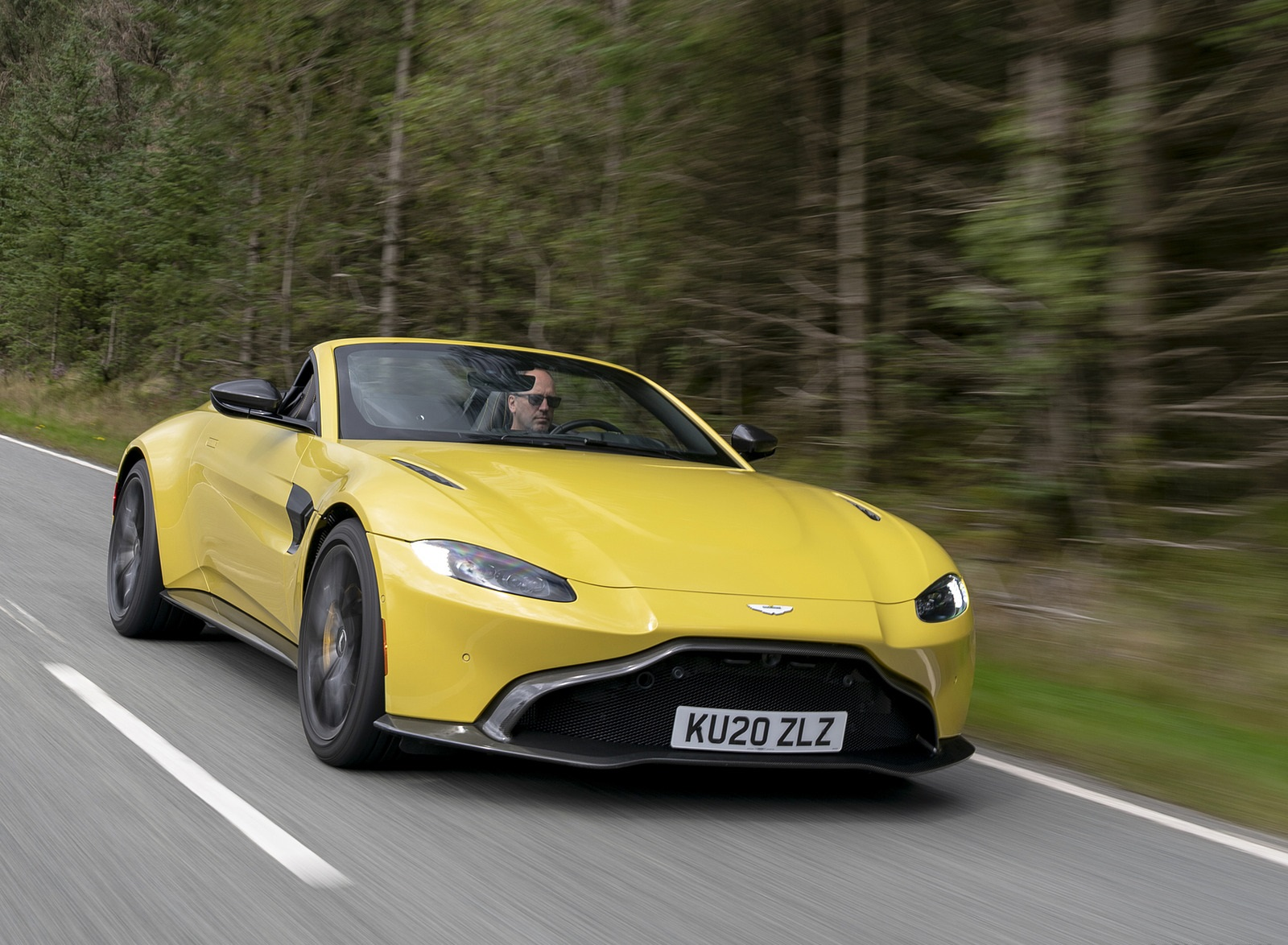 2021 Aston Martin Vantage Roadster (Color: Yellow Tang) Front Three-Quarter Wallpapers (6)