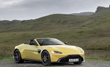 2021 Aston Martin Vantage Roadster (Color: Yellow Tang) Front Three-Quarter Wallpapers 450x275 (46)